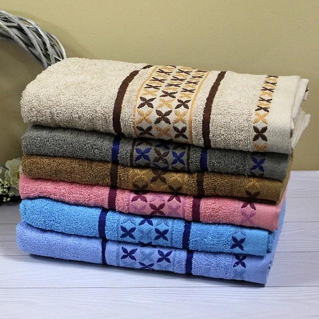 Махровое банное полотенце с красивой вышивкой