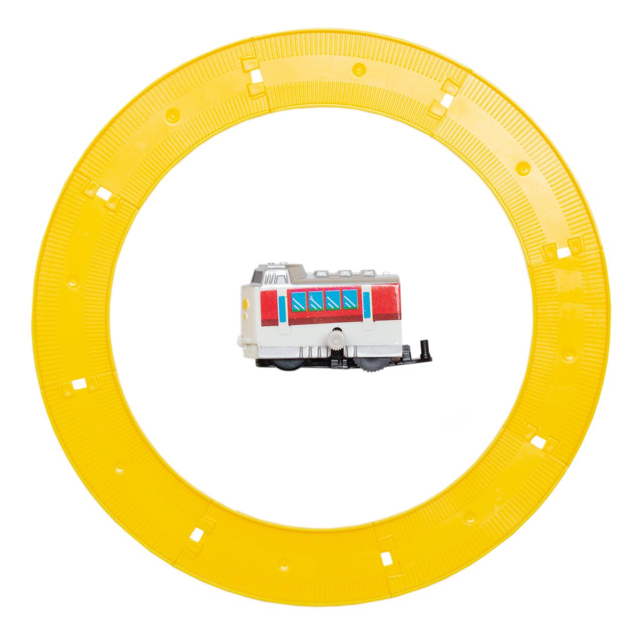 Поезд заводной с треком Aohua белый с красным, внешний диаметр трека 16 см, длина поезда 5,5 см, пластик.