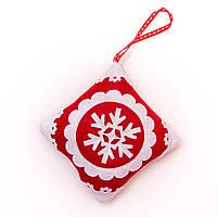 Бело-красное тканевое украшение, квадрат, 11см (430710-1)