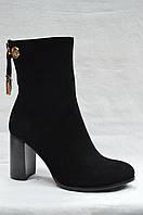 Черные замшевые  полусапожки Erisses  на устойчивом каблуке. Маленькие размеры.