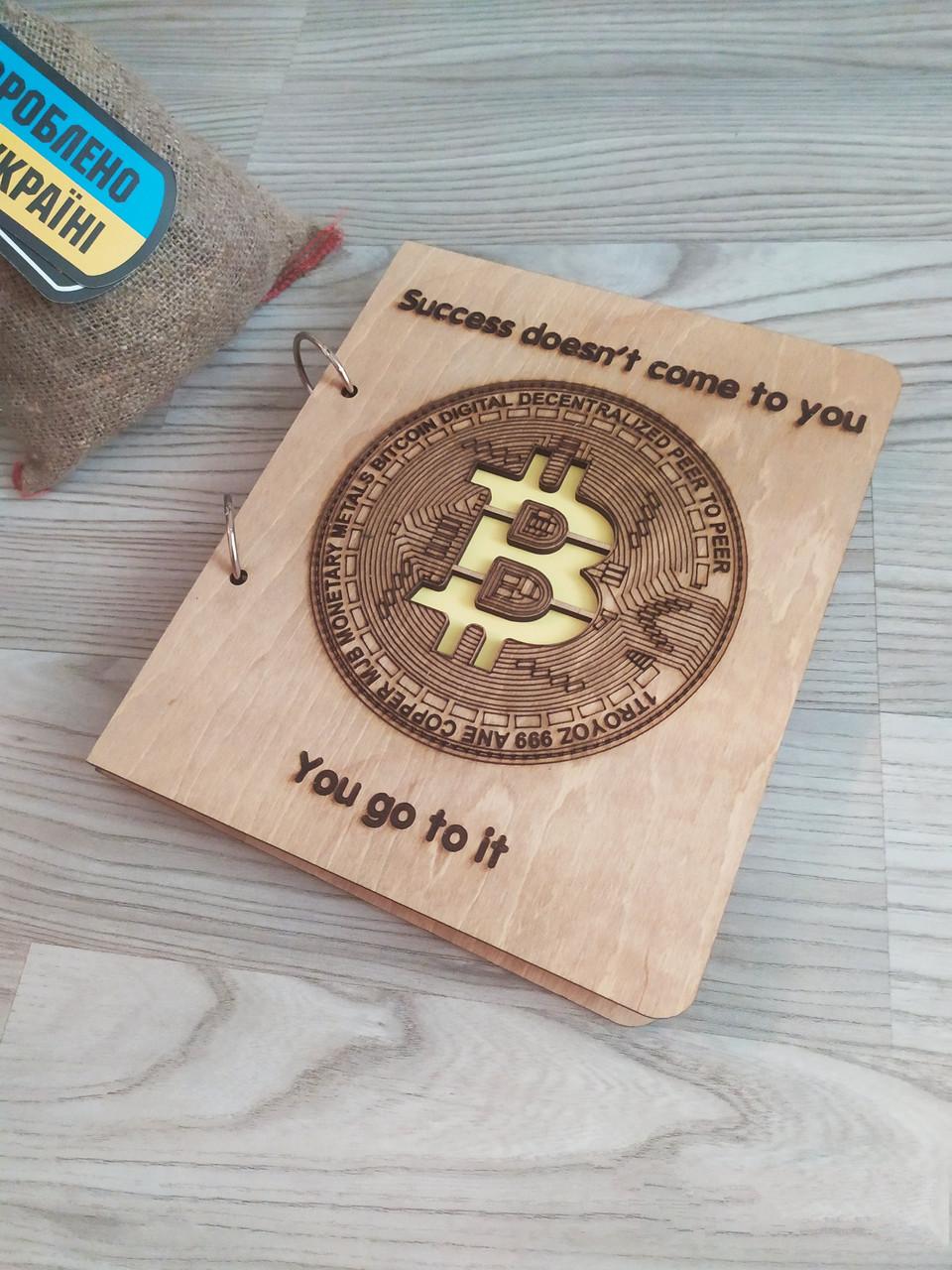 """Деревянный блокнот """"Биткоин"""" (на кольцах с ручкой), ежедневник из дерева, стильный подарок с мотивацией"""