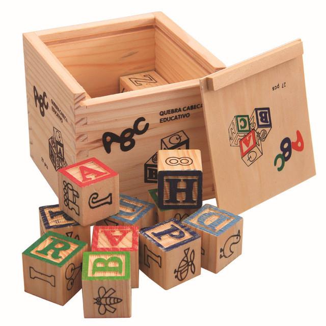 Развивающая деревянная игрушка. Деревянный куб с крышкой и кубиками для самых маленьких.