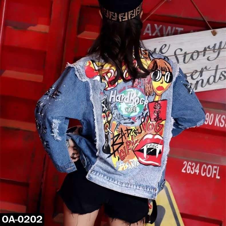 Стильная женская джинсовая куртка с принтом на спинке