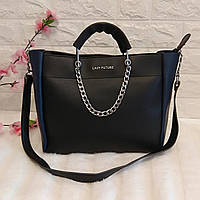 Женская сумка среднего размера с ремешком из цепи ( черная с синим)