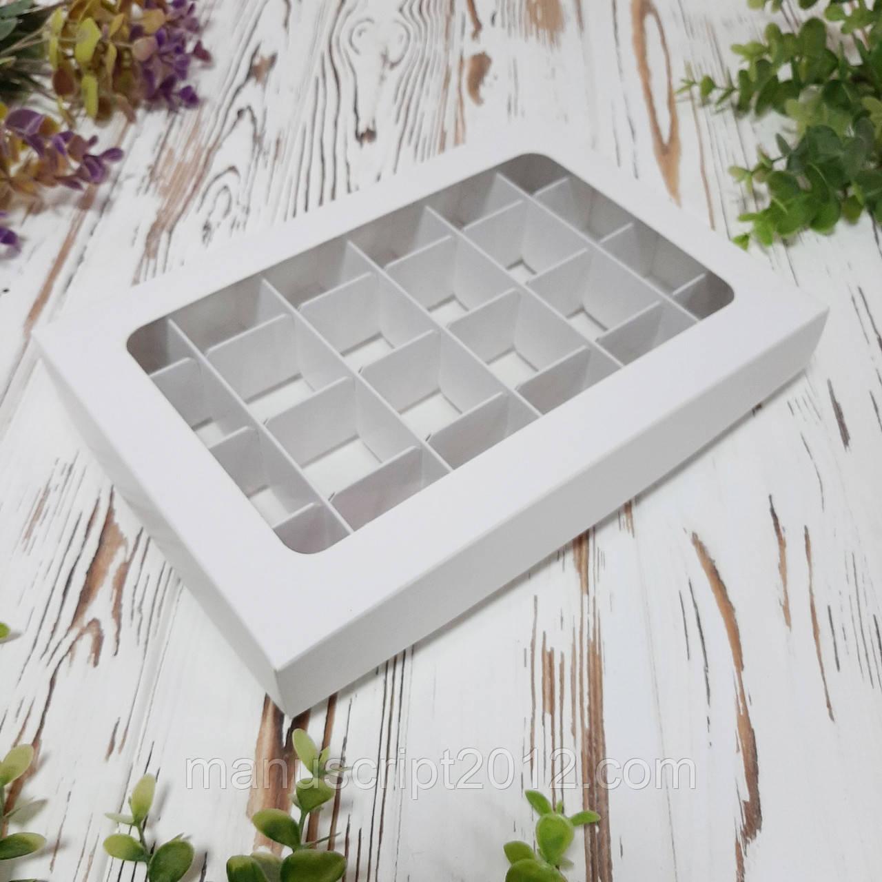 Коробка для 24 цукерок з вікном біла 240х155х35 мм.