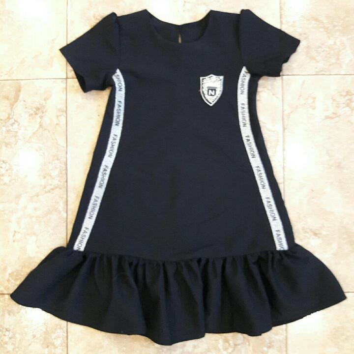 Шкільне плаття для дівчинки підлітка