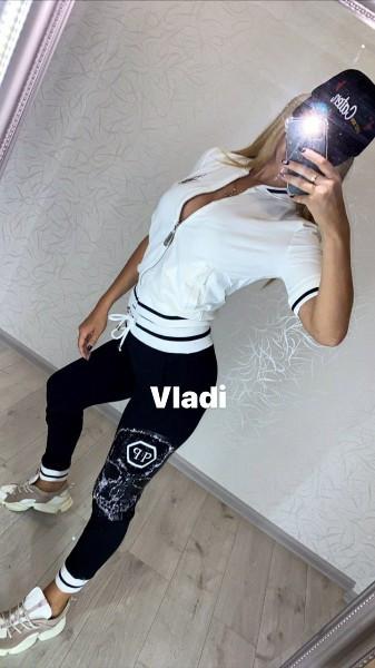 Шикарный летний спортивный костюм женский, Красивый модный стильный спортивный костюм женский, Женский спортивный костюм отделка камни кофта белая
