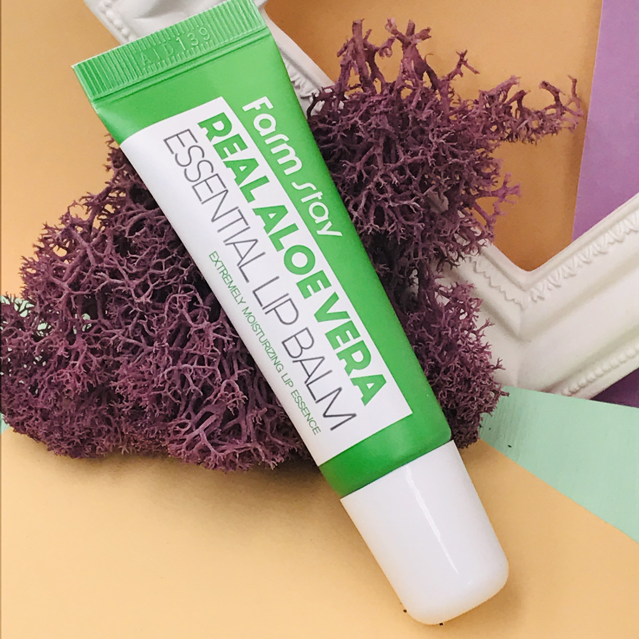 Бальзам для губ FARM STAY с алое  Real Aloe Vera Essential Lip Balm