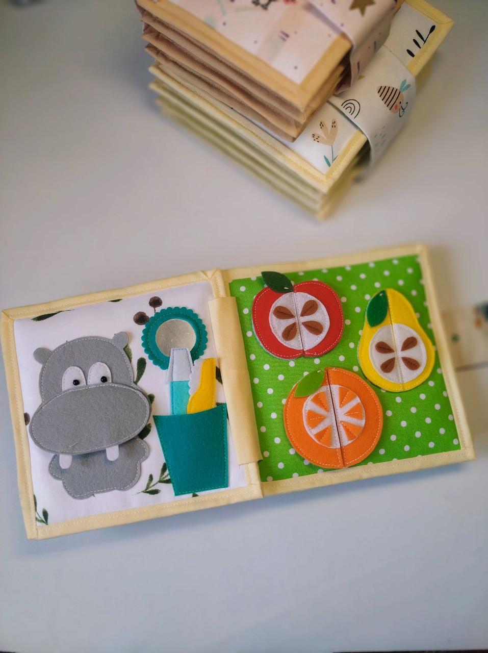 Книжечка-іграшка для дітей 15*15 см розвиваюча ручної роботи 16