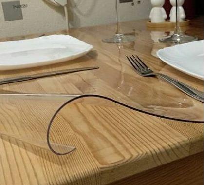 Прозрачная силиконовая скатерть на стол Soft Glass Защита для мебели 1.0х1.3 м Толщина 1.5 мм Мягкое стекло
