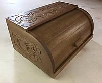Хлебница деревянная с резьбой.