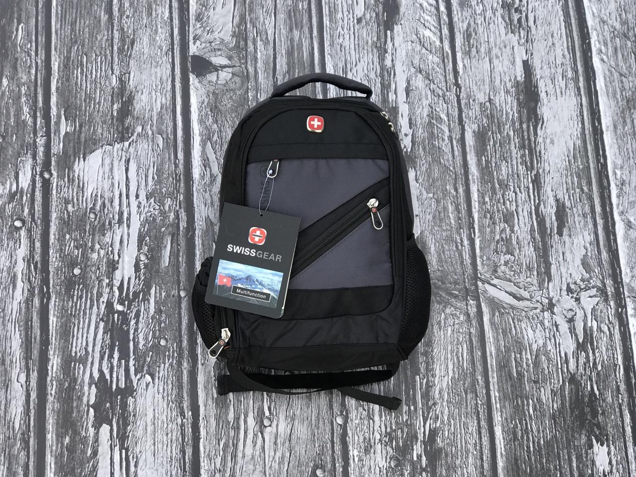 Небольшой мужской рюкзак  практичный с карманами серого цвета