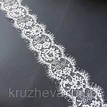 Ажурное французское кружево шантильи (с ресничками) белого цвета шириной 8 см, длина купона 3,05 м.