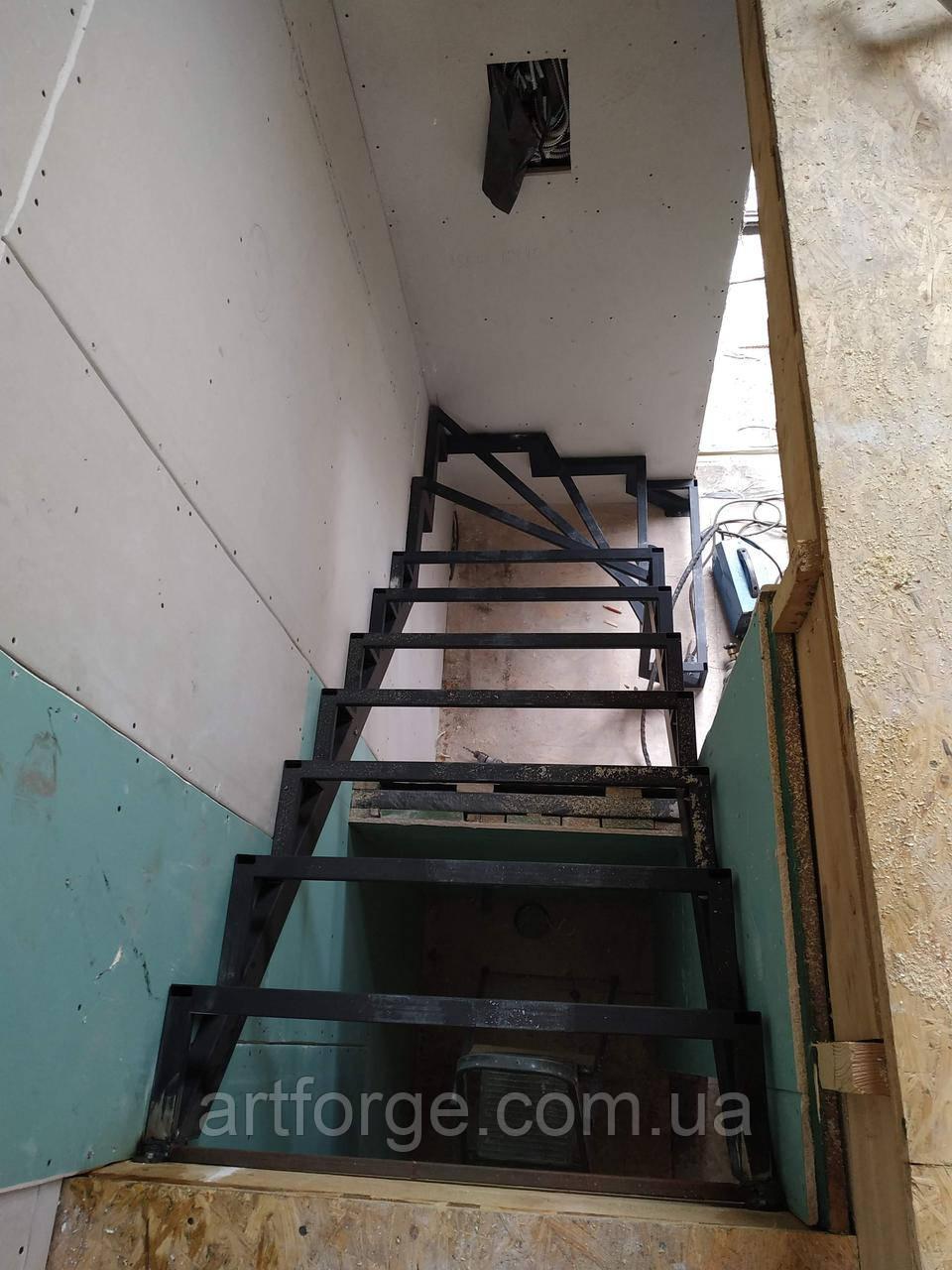 Поворотный универсальный каркас лестницы