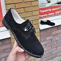 Туфлі жіночі чорні замшеві на шнурках низький хід. Туфли женские чёрные замшевые без каблуков.