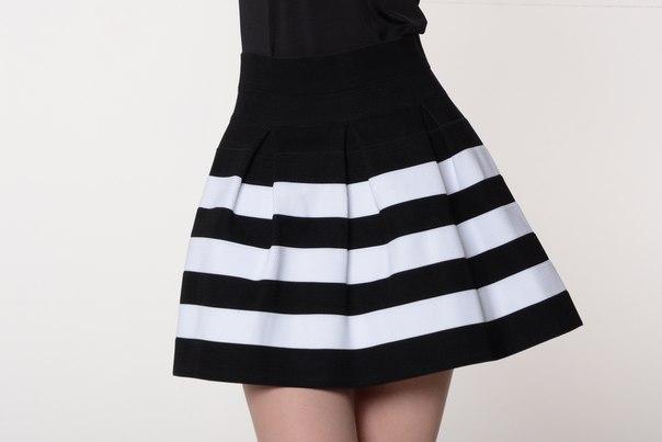 Спідниця до колін орна в білу смужку, розмір S