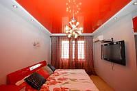 Красный глянцевый натяжной потолок
