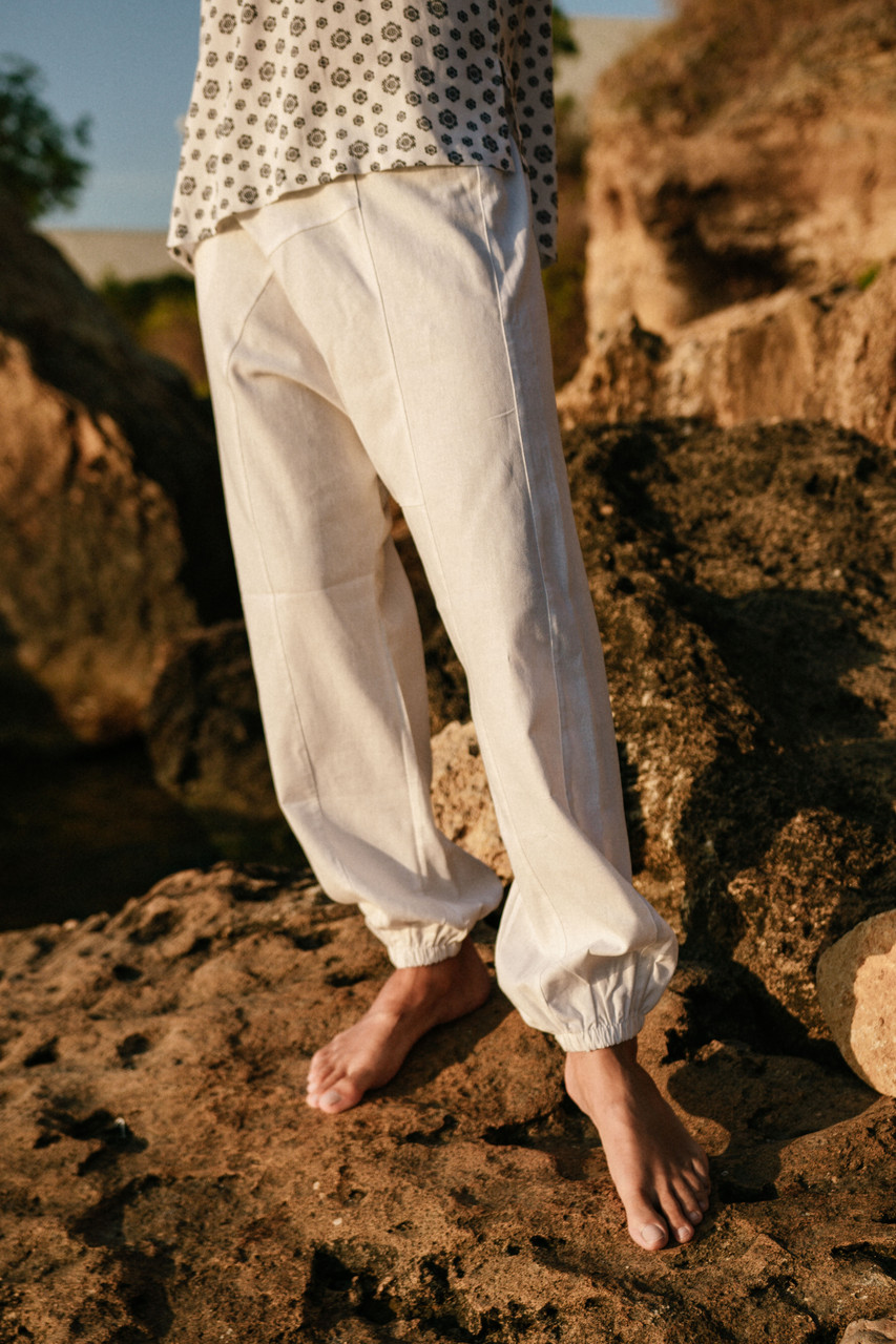 Удобные штаны с мотней цвет белый
