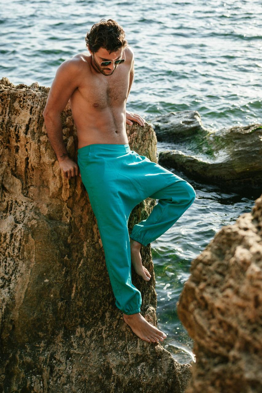 Классные комфортные мужские штаны с мотней цвета ментол.