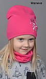 Осінньо весняний яскравий комплект шапка з хомутом для дівчинки Малиновий Кораловий, фото 2