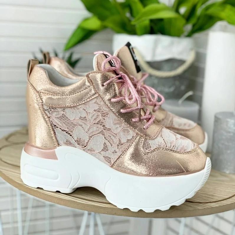 Модные женские кроссовки на высокой подошве