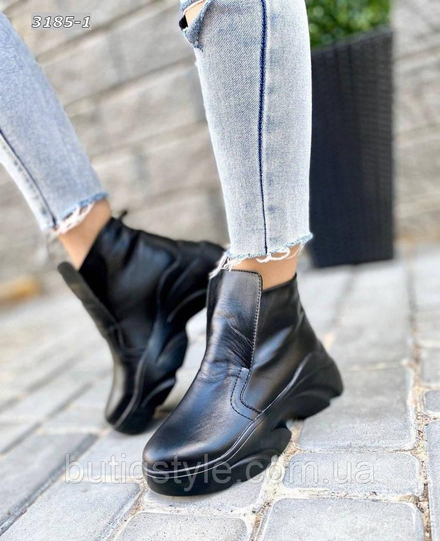 Женские черыне ботинки натуральная кожа на платформе Зима