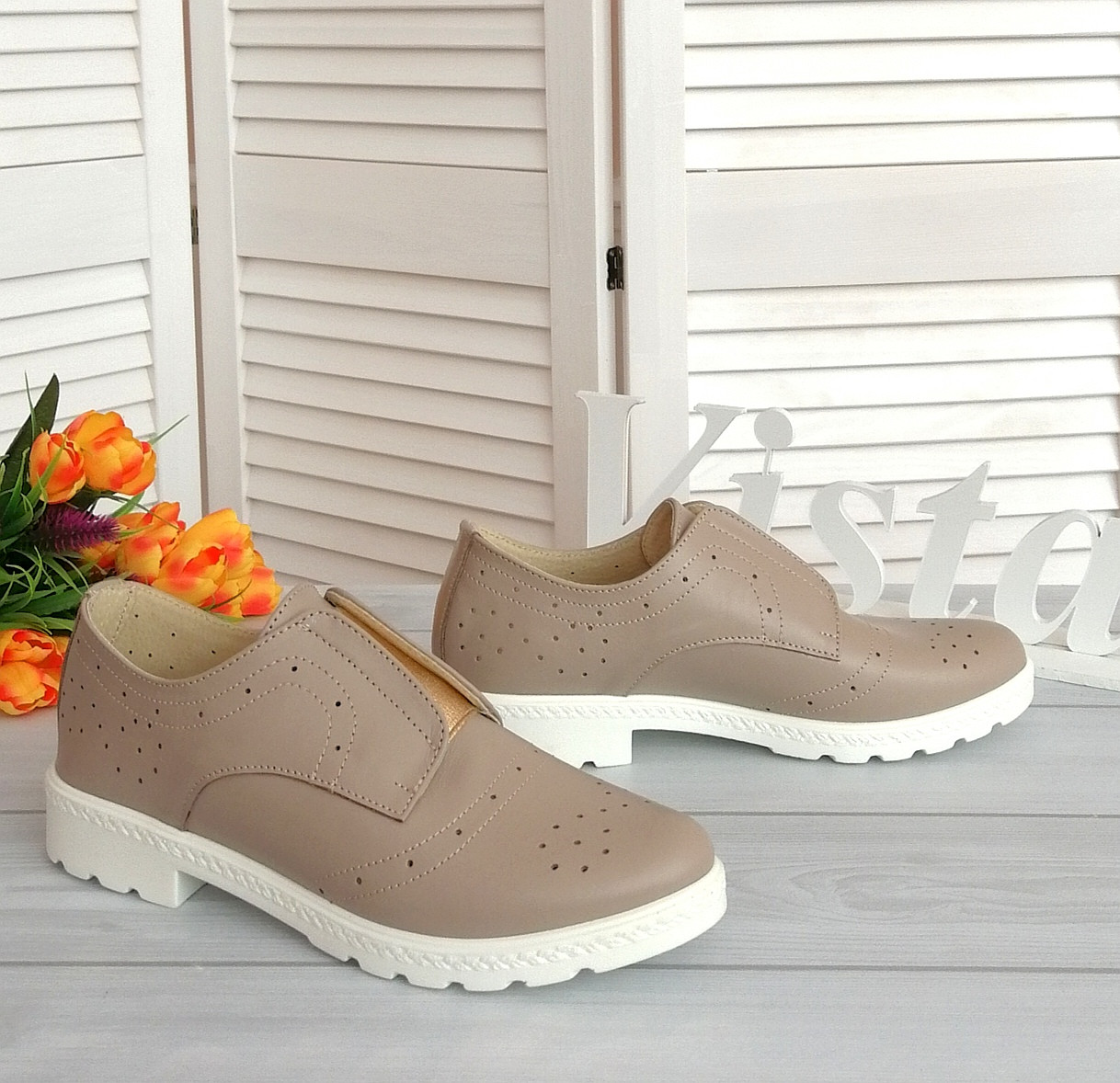 Кожаные женские туфли бежевого цвета