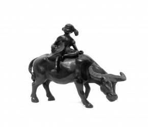 """Статуэтка """"Дети на буйволе"""" из полирезинга черного цвета"""