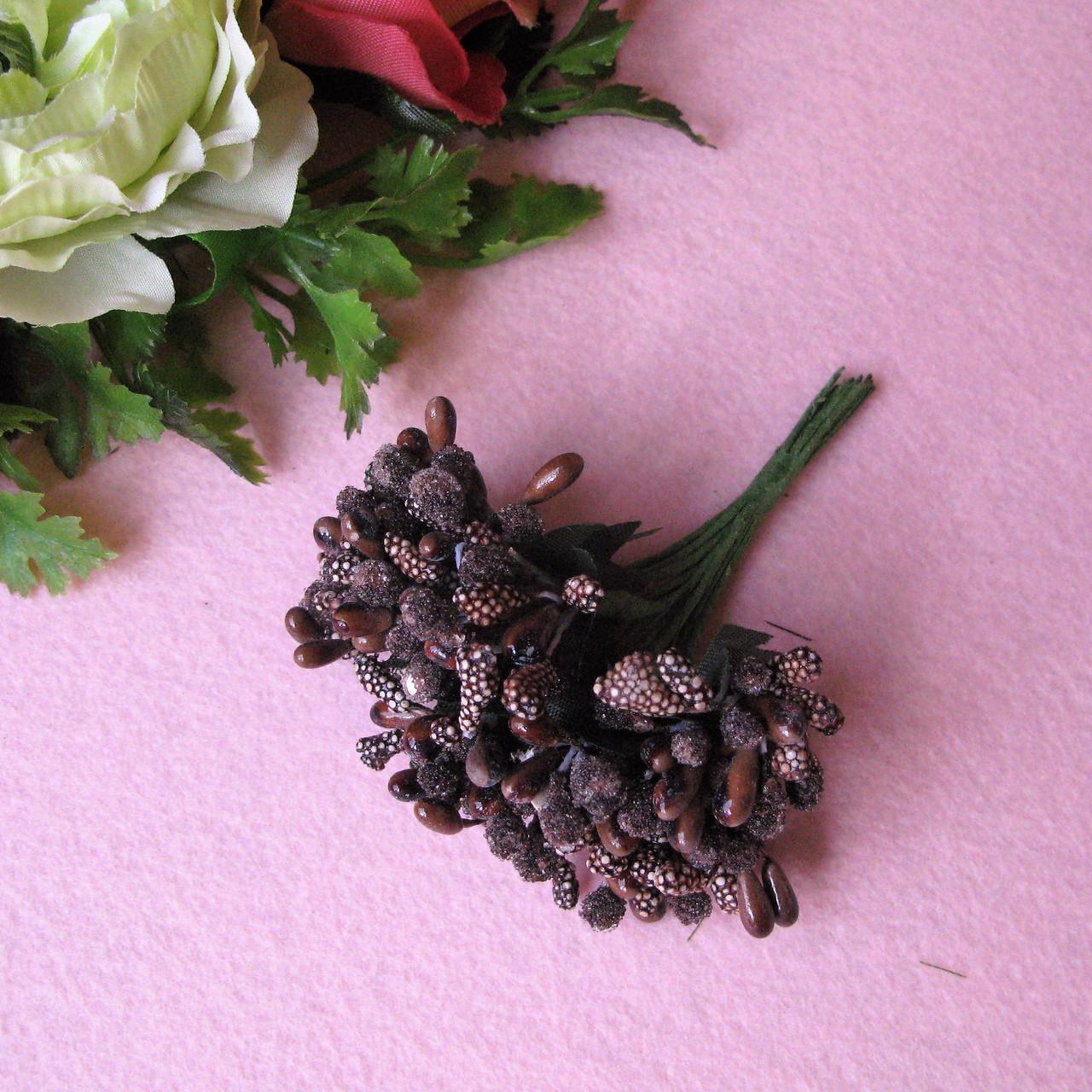 Тычинки сложные на веточках. Цвет коричневый (шоколад).