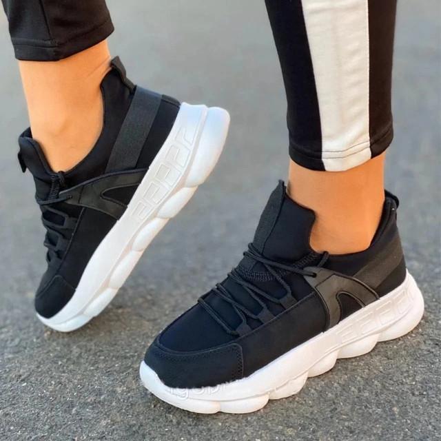 Стильні жіночі кросівки чорні