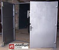 Ворота гаражні 2500 х 2500 мм. Виконання: металивий лист 1,2 мм.