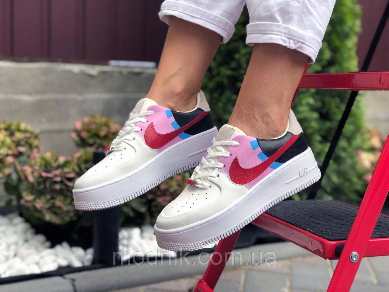 Женские кроссовки Nike Air Force 1 (бело-бежевые с розовым) 9675
