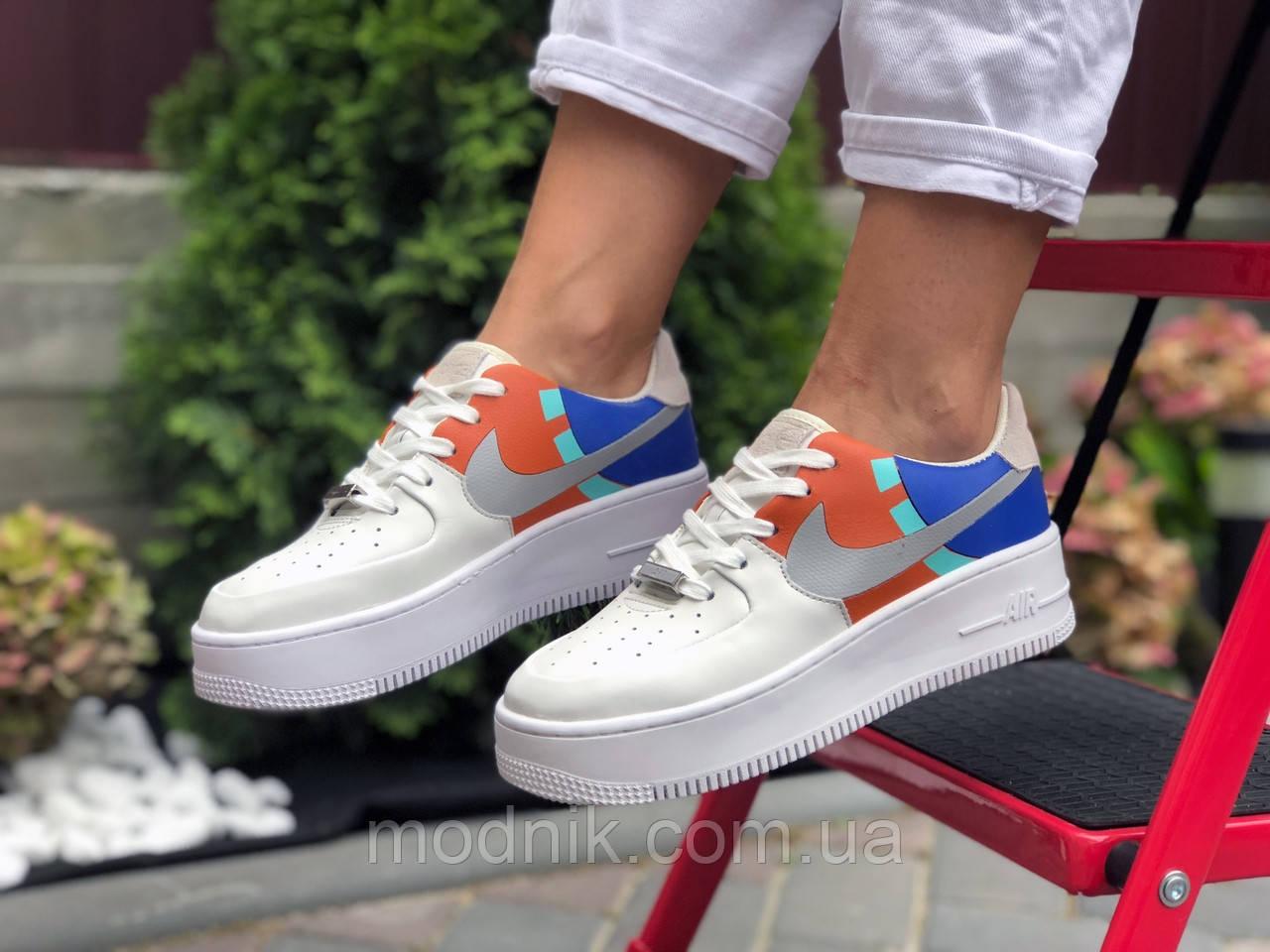 Женские кроссовки Nike Air Force 1 (бело-рыжие) 9679