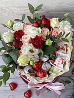 Цветы и конфеты в подарочной коробке «One love