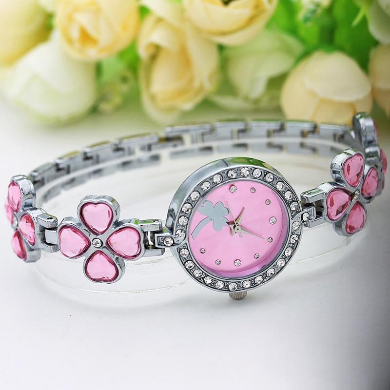 Жіночі годинники з срібним браслетом код 615