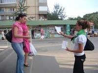 Распространение листовок в Донецке из рук в руки. Контроль, фото-отчет!