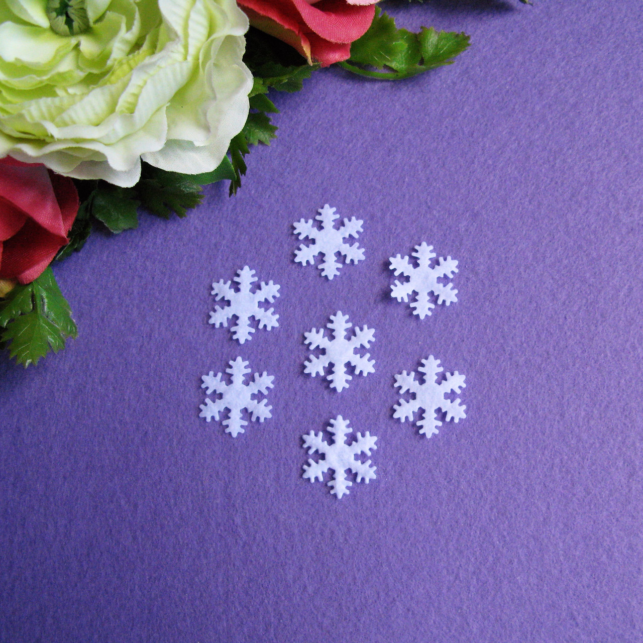 Снежинки из фетра 2 см в диаметре 30 шт - 14 грн