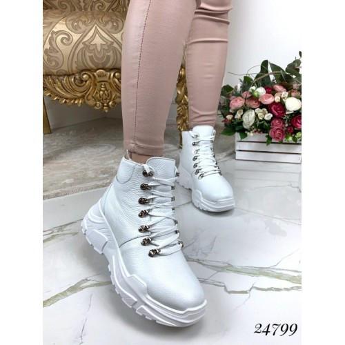Зимние кожаные кроссовки на толстой подошве