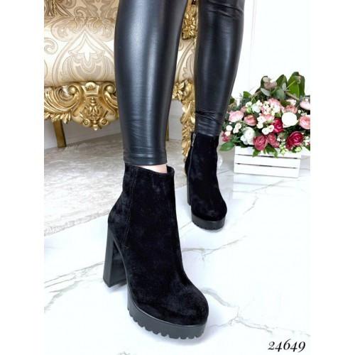 Зимние ботинки на каблуке и платформе
