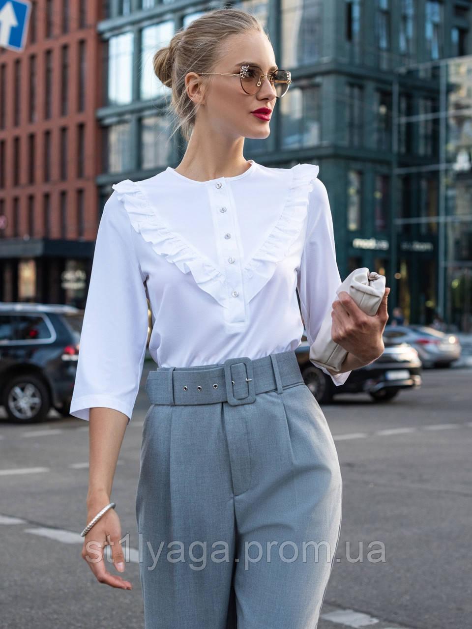 Летняя блузка с оборкой по полочке и рукавом три четверти