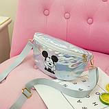 """Детская голографическая блестящая сумочка бананка """"Микки Маус """" серая белая серебряная серебристая, фото 3"""