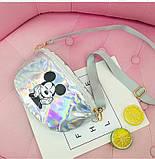 """Детская голографическая блестящая сумочка бананка """"Микки Маус """" серая белая серебряная серебристая, фото 4"""