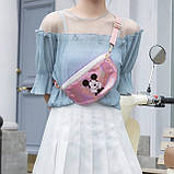 """Детская голографическая блестящая сумочка бананка через плечо """"Микки Маус """" розовая, фото 5"""