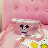 """Детская голографическая блестящая сумочка бананка через плечо """"Микки Маус """" розовая, фото 8"""