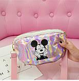 """Детская голографическая блестящая сумочка бананка через плечо """"Микки Маус """" розовая, фото 2"""