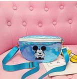 """Детская голографическая блестящая сумочка бананка через плечо  """"Микки Маус """" голубая, фото 4"""
