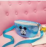 """Детская голографическая блестящая сумочка бананка через плечо  """"Микки Маус """" голубая, фото 2"""
