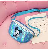 """Детская голографическая блестящая сумочка бананка через плечо  """"Микки Маус """" голубая, фото 3"""