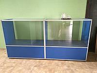 Стеклянный стол. Торговое оборудование.