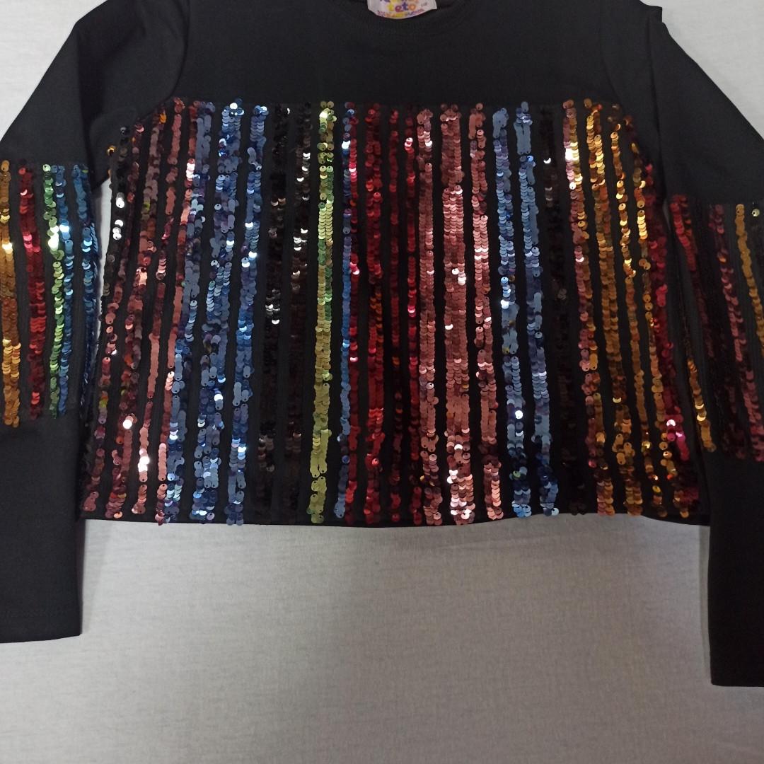 Кофта модная нарядная красивая оригинальная чёрного цвета с цветными пайетками для девочки.